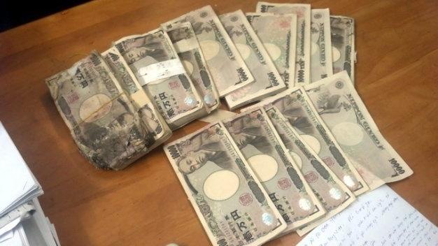 Vu 5 trieu yen chua trong thung loa: 'Tien' hay la 'vat'? hinh anh 1 Số tiền 5 triệu yen mà chị Hồng tìm thấy trong thùng loa cũ.