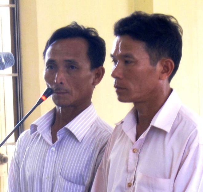Hai bị cáo Nguyễn Văn Ly (trái) và Mai Đình Tâm tại phiên tòa sơ thẩm diễn ra ngày 2/6.