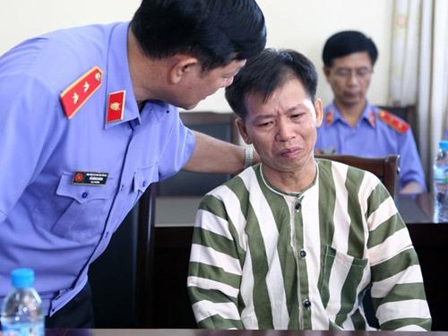 Nguoi dan phai tra tien boi thuong cho ong Nguyen Thanh Chan hinh anh 2 ng Nguyễn Thanh Chấn tại trại giam Vĩnh Quang (tỉnh Vĩnh Phúc) trước khi được trả tự do ngày 4-11-2013 sau hơn 10 năm tù oan với án chung thân về tội Giết người.