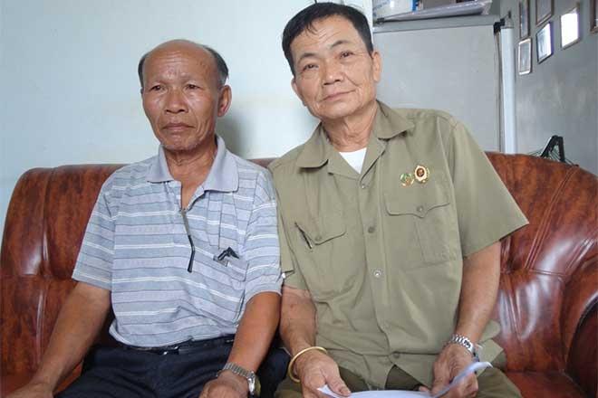 Den tan nha tiep thi ho so lam thuong binh gia hinh anh 1 Ông Lê Hữu Tủng (người bên trái) và ông H.V.N cùng tố cáo ông Kh làm hồ sơ thương binh giả.