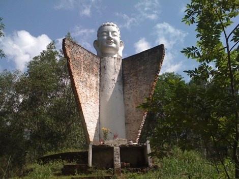 Tượng đầu Phật Dốc 47 trên cung đường quốc lộ 51, đoạn qua xã Tam Phước (TP Biên Hòa, tỉnh Đồng Nai).