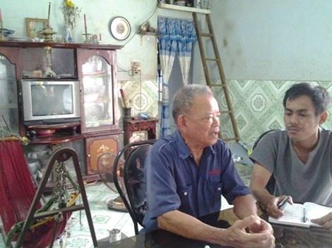 Tác giả bài viết đang trao đổi với ông Sáu Chinh, người cho rằng không có khả năng ông Lưu Yểm xây tượng đài đầu Phật dốc 47.