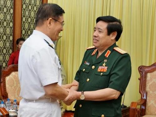 Bo truong Phung Quang Thanh tiep doan dai bieu Quoc phong TQ hinh anh