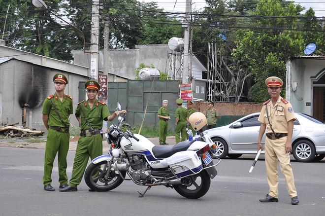Hang tram cong an bao ve hien truong tham sat o Binh Phuoc hinh anh