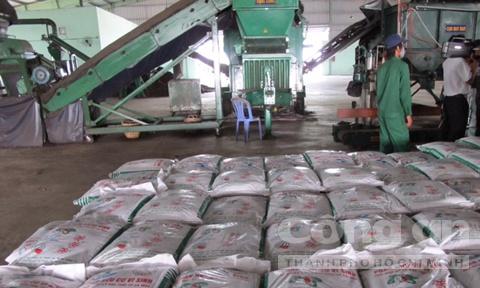 Vu nhat 5 luong vang trong rac: Nha may rac len tieng hinh anh 1 Nhà máy rác nguồn thu chủ yếu từ phân và phế liệu.