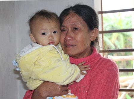 3 thuyen vien Viet Nam mat tich tren vung bien Nhat Ban hinh anh 1 Bà Hồ Thị Hương, mẹ của anh Thiều Đình Thưởng, xúc động khi nghĩ về con.