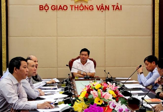 Bo truong Thang de cach chuc Vu truong van tai hinh anh 1 Bộ trưởng Đinh La Thăng chủ trì cuộc họp.