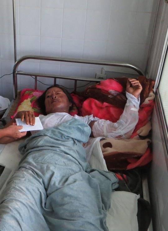 Hai nguoi chong om vo tu thieu da tu vong hinh anh 1 Bà Huệ hiện vẫn đang điều trị tại bệnh viện.