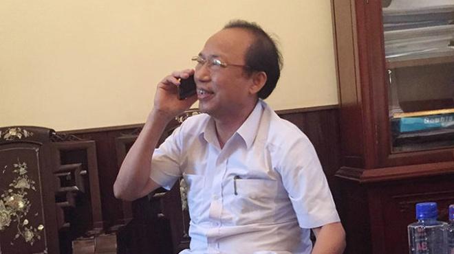 Bi thu thi uy 'bo tri' nguoi than vao vi tri chu chot hinh anh 1 Ông Lê Thanh Tuyết trong buổi làm việc với PV Tuổi Trẻ.