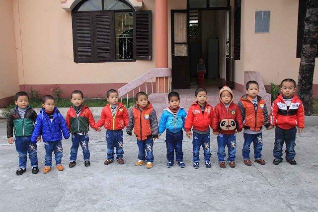 Bo Cong an dat ten cho 10 be trai bi bat coc hinh anh 2