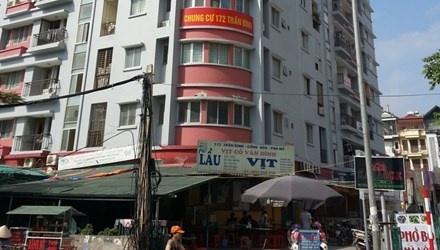 Nam cong nhan roi tu tang 8 khi dang son nha hinh anh 1 Toà chung cư nơi xảy ra sự việc.