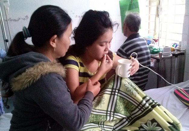 Dot than suoi, con mot tuoi chet, cha me bat tinh hinh anh 1 Chị Kiều đang được điều trị tại khoa Hồi sức (Bệnh viện Đa khoa khu vực Quảng Nam) sáng 10/12.