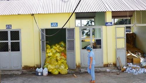 Rác thải y tế độc hại đang dồn ứ tại BV ĐK Buôn Ma Thuột.
