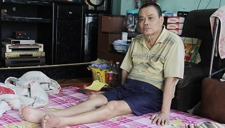 Dan lang phao bi doi no sau... gan 20 nam hinh anh 1 Ông Võ Ngọc Minh (phường Hòa Hiệp Nam, Liên Chiểu) bệnh tật mất sức lao động, nay bế tắc trước món nợ từ gần 20 năm trước.