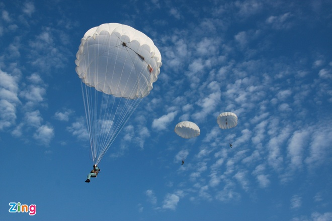 Ban linh si quan khong quan hinh anh 9 Nhảy dù là bài học căn bản của lĩnh phi công.