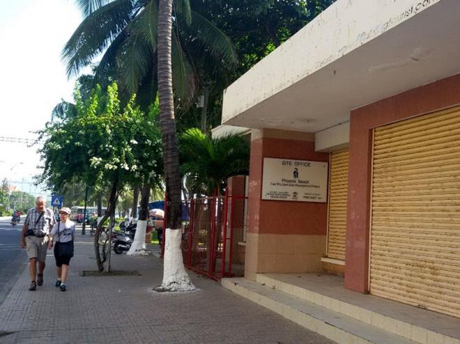 Do cua hang my nghe tren bai bien Nha Trang de lam cong vien hinh anh 1 Cửa hàng mỹ nghệ cũ trên bãi biển Nha Trang, ở phía đông đường Trần Phú, đã được giao Công ty TNHH Dewan làm văn phòng.