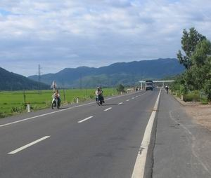 Thu tuong tra loi chat van ve du an mo rong Quoc lo 1 hinh anh