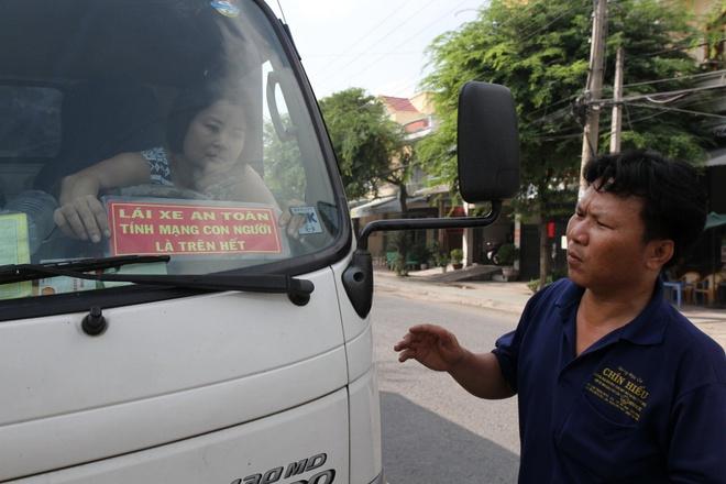 Bang khau hieu 'Lai xe an toan' khong phai cua PC 67 hinh anh 1