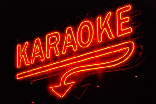 Tranh gianh 'dao' hat karaoke, mot nguoi bi dam chet hinh anh