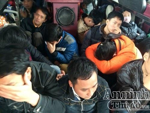 Ha Noi: xe khach 45 cho cho 74 hanh khach hinh anh 1