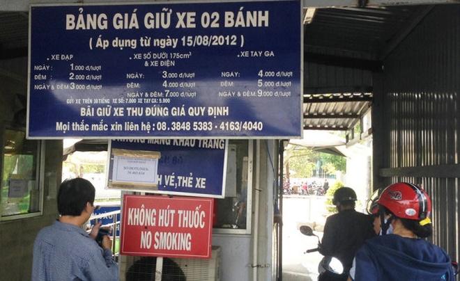 Dinh chi 3 nhan vien bai giu xe san bay Tan Son Nhat hinh anh