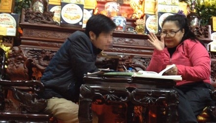 Loan xem boi dau nam: Thay cung 'tri' ngoai tinh hinh anh 1