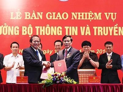Tan Bo truong Truong Minh Tuan nhan ban giao nhiem vu hinh anh