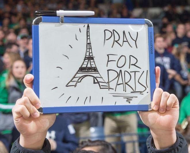 Euro, nuoc Phap, Paris va tieng bom hinh anh