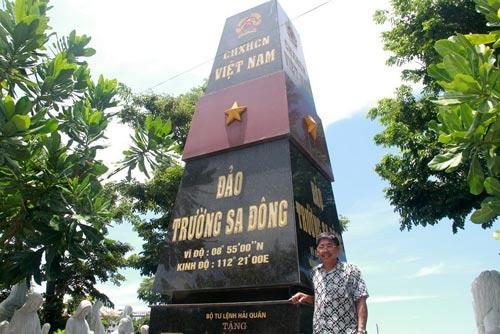 Lam cot moc Truong Sa de bay to long yeu nuoc hinh anh 1