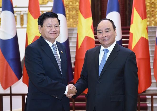 Thu tuong Nguyen Xuan Phuc hoi dam voi Thu tuong Lao hinh anh 1