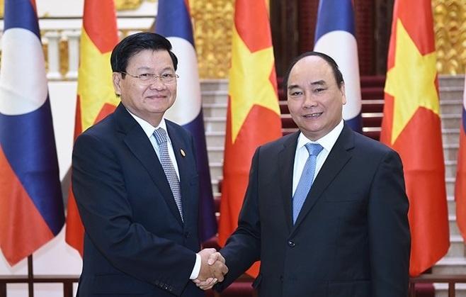 Thu tuong Nguyen Xuan Phuc hoi dam voi Thu tuong Lao hinh anh