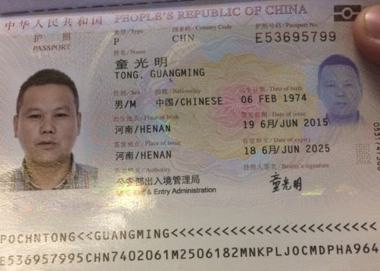 Khach Trung Quoc an cap tren may bay den Tan Son Nhat hinh anh 1