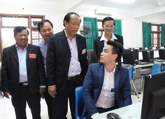 Quang Nam tuyen chon nguoi tai vao co quan hanh chinh hinh anh