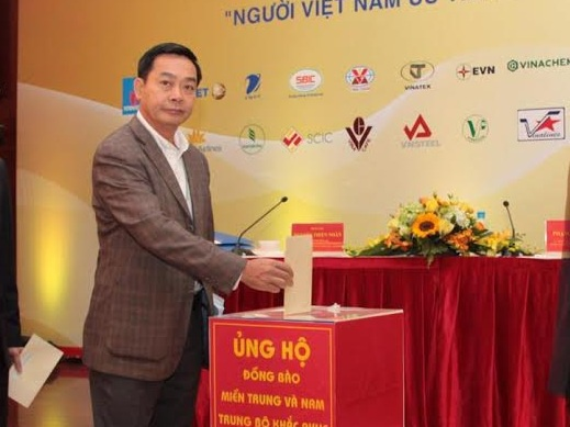 Vietnam Airlines ung ho 2,1 ty dong cho dong bao vung lu hinh anh