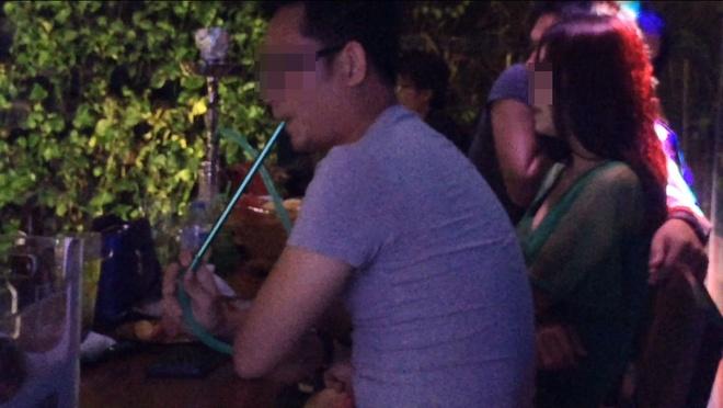 Nhieu beer club o Sai Gon co tiep vien nhay khieu dam hinh anh 1