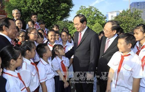 Lanh dao Dang, Nha nuoc vao Lang vieng Chu tich Ho Chi Minh hinh anh 2