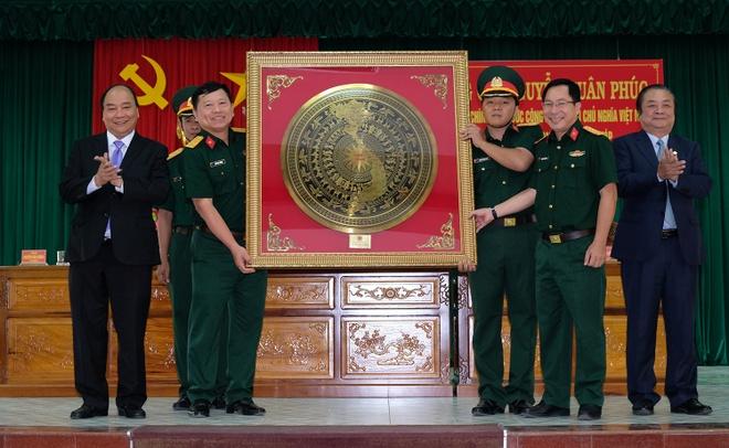 Thu tuong Nguyen Xuan Phuc tham Bo Chi huy quan su tinh Dong Thap hinh anh 3