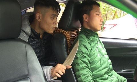 Ten cuop ke dao uy hiep lai xe taxi hinh anh
