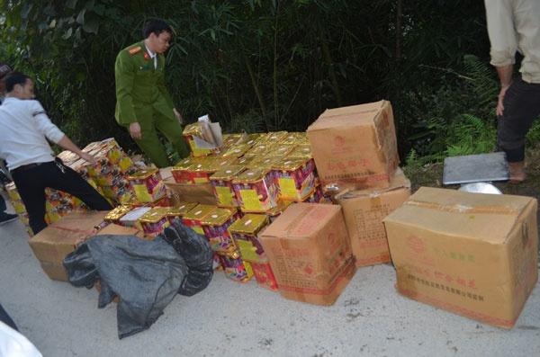 Cong an Ha Giang thu giu gan 600 kg phao tai bia rung hinh anh 1
