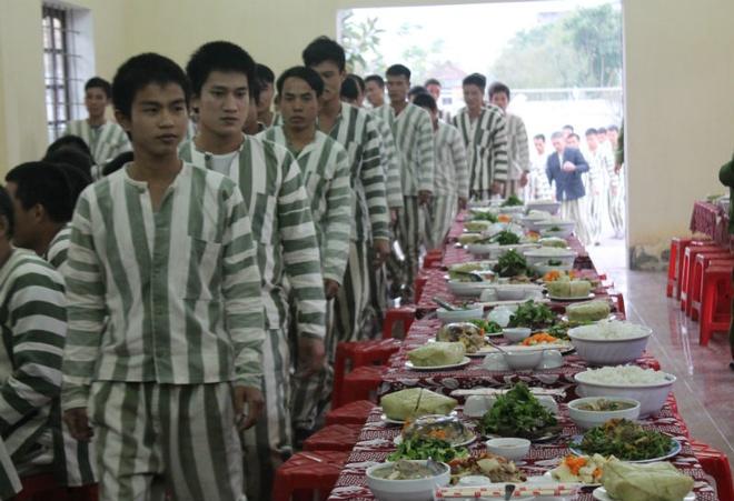 Tet Nguyen dan, pham nhan huong tieu chuan an gap 5 lan ngay thuong hinh anh