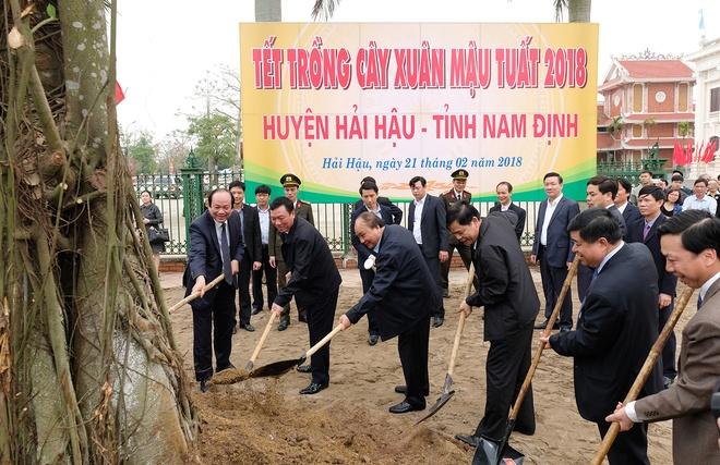 Thu tuong dong vien ba con xuong dong dau Xuan hinh anh 2