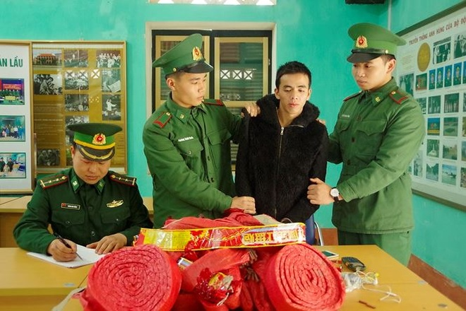 Loi suoi vuot bien van chuyen phao no vao Viet Nam hinh anh