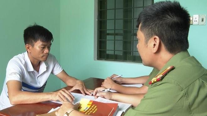 Duong day buon lau thiet bi phu tung xe may 'khung' tu Lao ve Viet Nam hinh anh 1