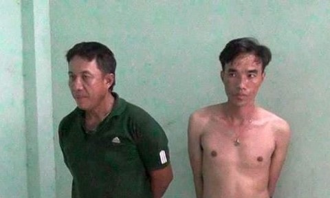 Hai người mua bán ma túy trang bị súng và mã tấu