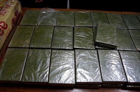 Bat vu van chuyen 42 banh heroin tu Viet Nam ra nuoc ngoai hinh anh 1