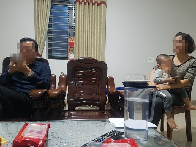 Vo Chanh van phong toa an huyen: Chong toi khong biet bi truy na hinh anh 1
