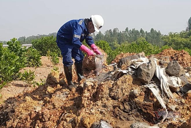 11 hố chôn chất thải nguy hại chứa axit hữu cơ ở Sóc Sơn