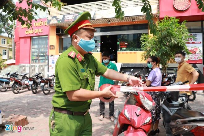 Phong tỏa quán pizza có ca nghi mắc Covid-19 ở Hà Nội