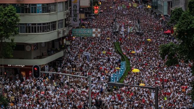 Huong ung bieu tinh, hang tram doanh nghiep Hong Kong dong cua hinh anh 1