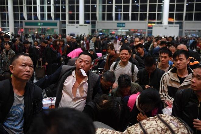 Hang tram trieu dan Trung Quoc bat dau ve que an Tet hinh anh 2 01.jpg